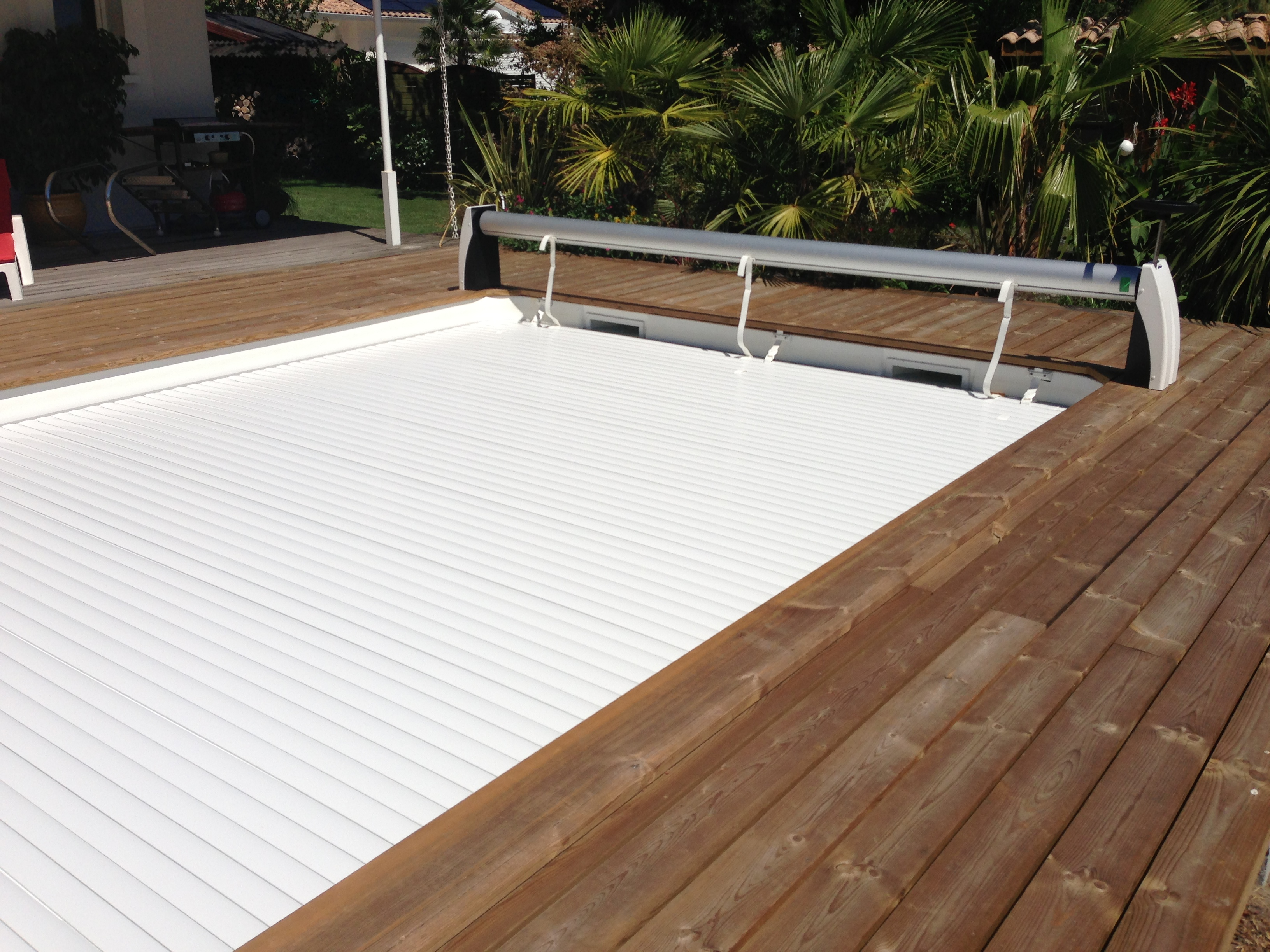 Couverture sécurité piscine bordeaux Marine et Blanc Piscines