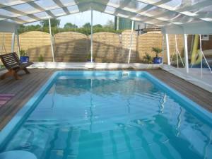 Abri haut piscine bordeaux Marine et Blanc Piscines