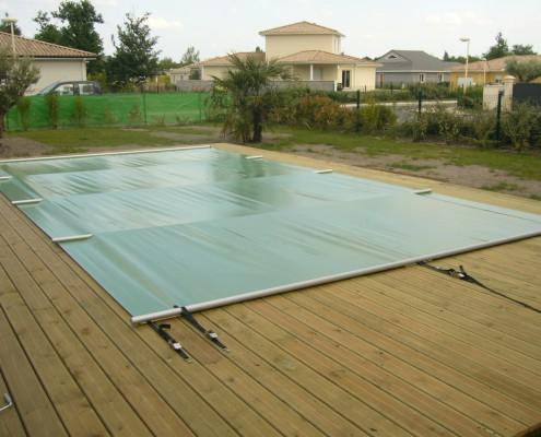 Bache de sécurité piscine gironde Marine et Blanc Piscines